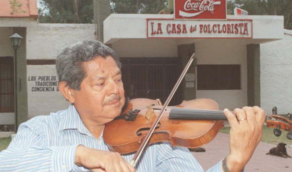 Neirot era un apasionado del violín. Cantó en varios escenarios de la provincia y en Santiago, como por ejemplo la Casa del Folclorista