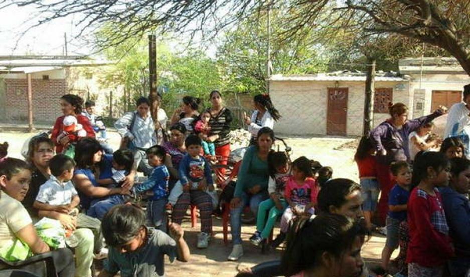 LABOR. Los profesionales de la ONG trabajaron durante media jornada, en la que también se entregó leche y medicamentos.