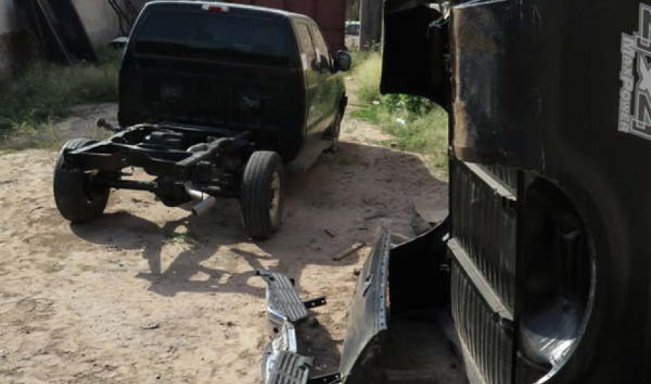 REDADAS La policía halló la 4 x 4 desmantelada en un terreno, junto a una despensa, propiedad del padre de Brian Salto.