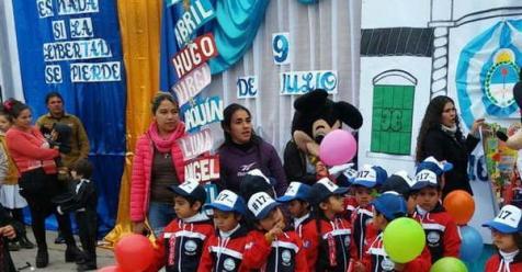 Alumnos del jard n mininos presentaron sus camperas el for Banda del sol jardin olvidado