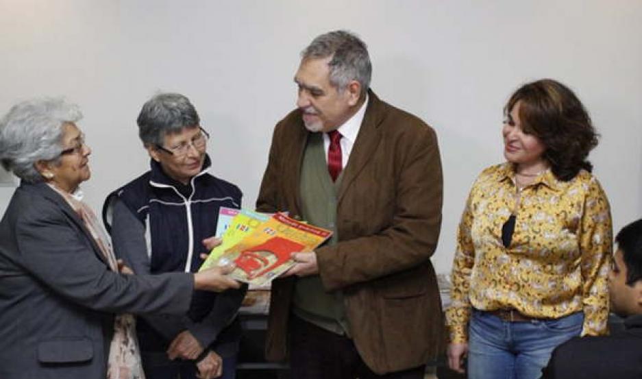 ACTO. El subsecretario de Cultura de la Municipalidad, Arq. Rodolfo Legname, entregó los certificados a los asistentes del curso.