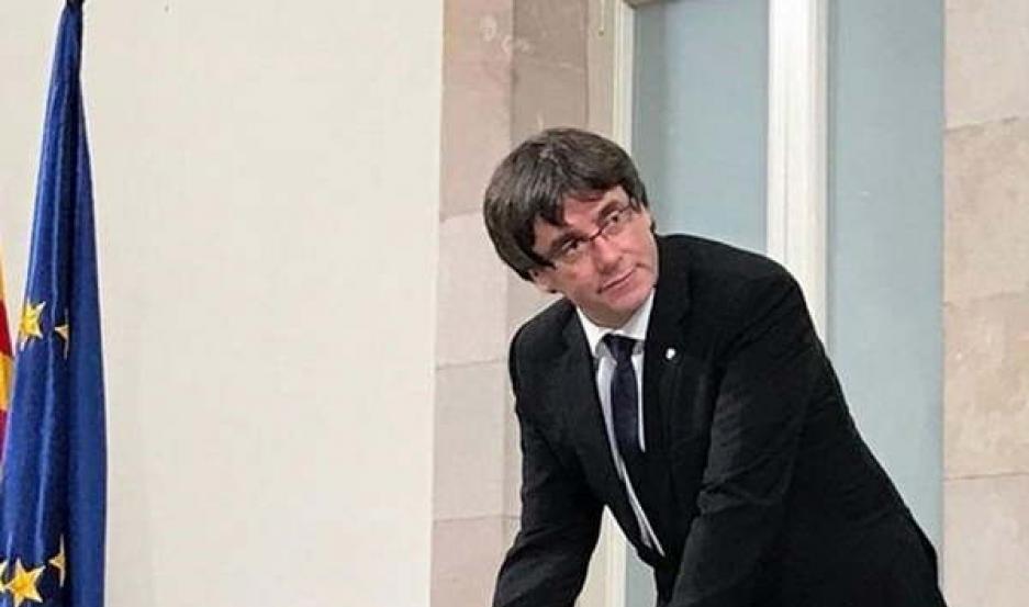 POSICIÓN. Carles Puigemont deberá aclarar al presidente Rajoy si declaró o no la independencia catalana.