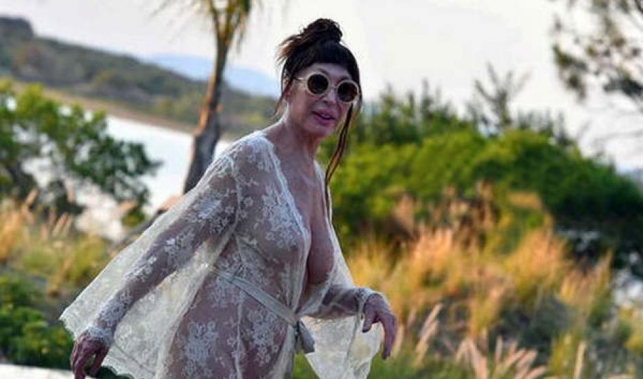 Moria Casán Se Paseó Casi Desnuda En Punta El Liberal
