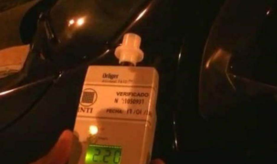 IMPRUDENCIA. Según el test tenía 2.20 grados de alcohol en cada gramo de sangre. Intentó chocar a los policías.