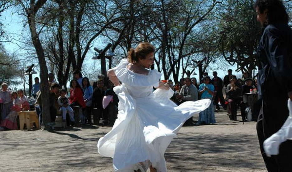 PROPUESTA. Como cada sábado, Upianita propone canto, danza, comidas típicas y artesanías en un ambiente bien santiagueño.