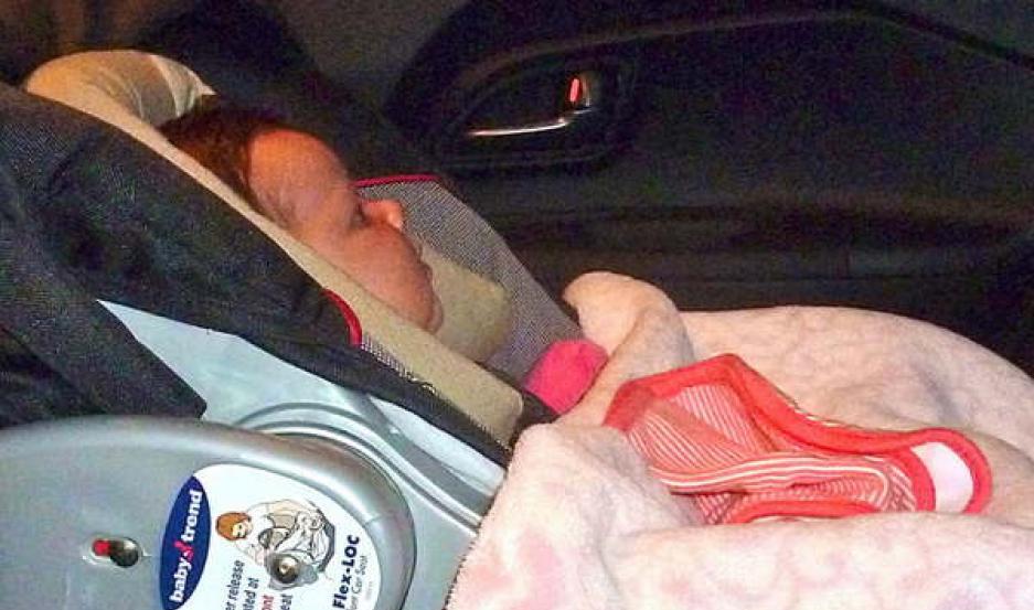 CUIDADOS. Los bebés siempre tienen que viajar en sus sillitas especiales en el auto, para estar protegidos.