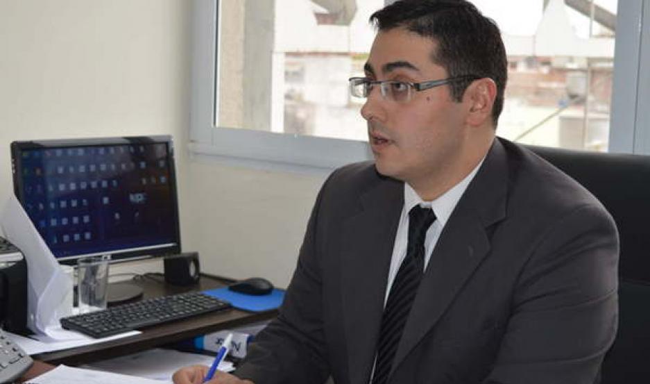 El Dr. Belluomini dirige la investigación sobre la aparición de restos óseos.