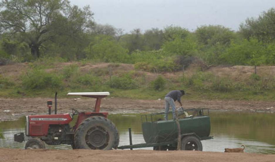 ABERRANTE. El pequeño indicó que lo tuvieron en la represa varias horas. La policía ayer inspeccionó el lugar.