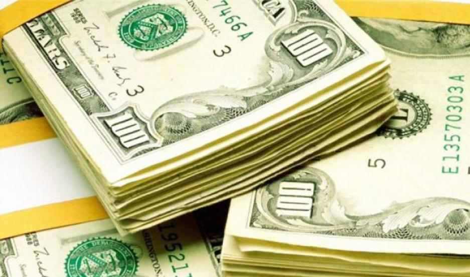 El dólar mayorista se disparó 90 centavos a $ 37,40. El blue, en tanto, cerró estable a $ 37.