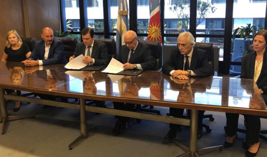 Zamora firmó convenios con el Consejo Federal de Inversiones