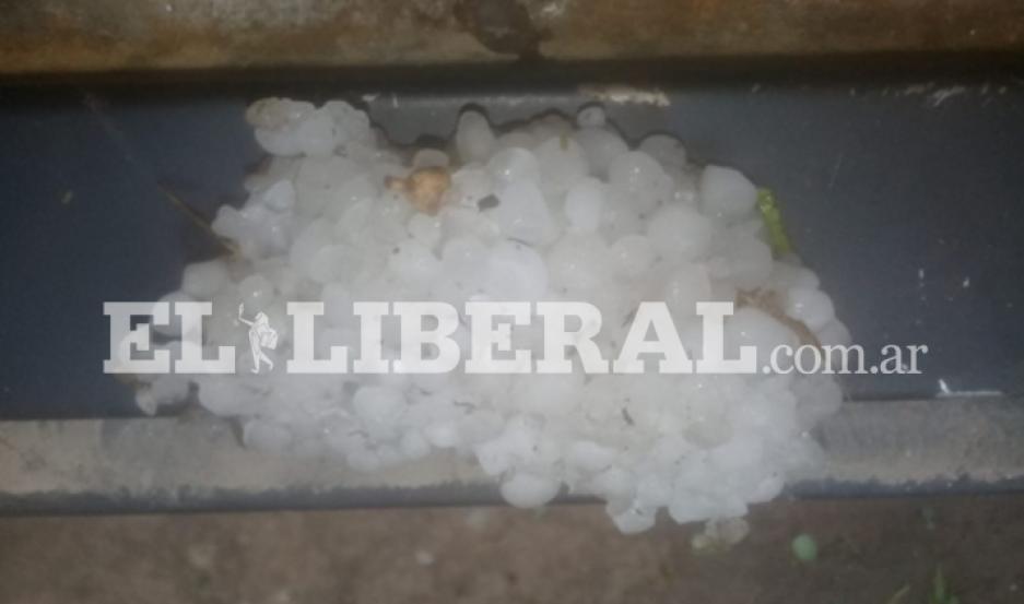 El granizo provocó numerosos daños en San Pedro de Guasayán.