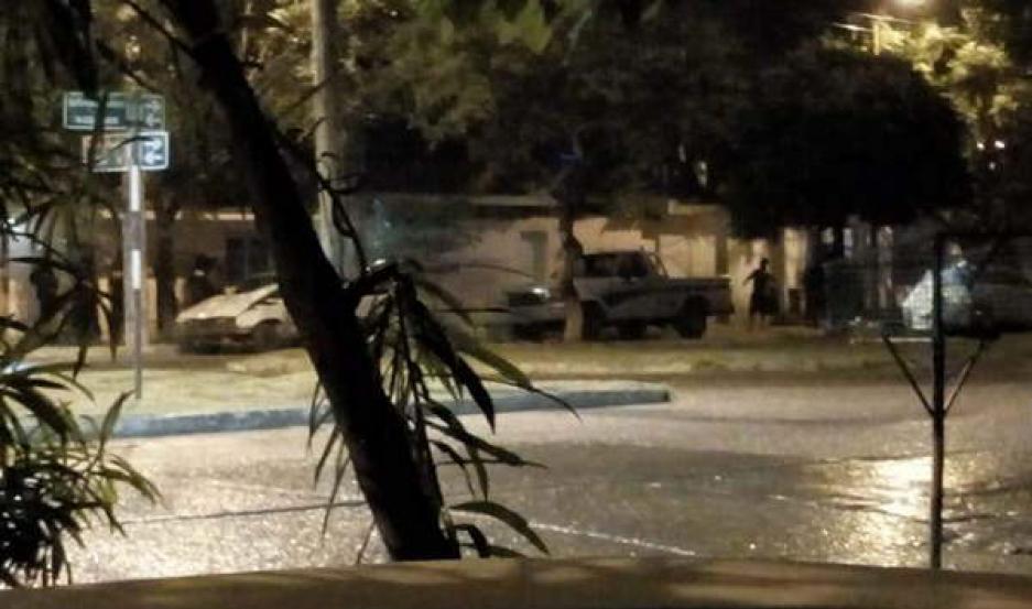 CORRIDAS Y TIROS. Los policías perimetraron en 200 m la zona de conflicto.