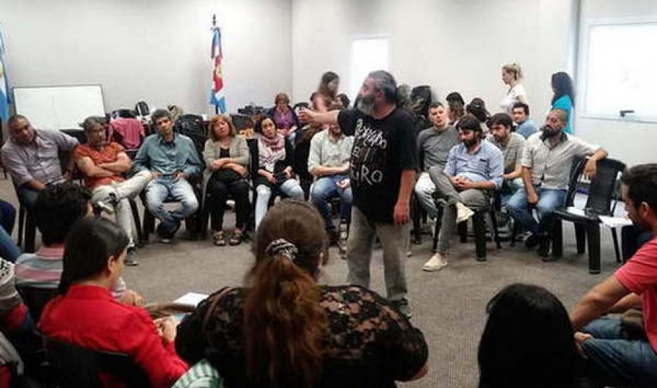 INTERCAMBIO. Referentes de la Secretaría de DD.HH. de Santiago debatieron del tema con la organización