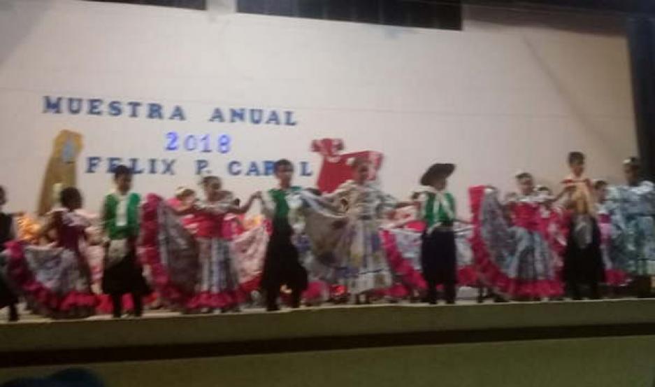 ESPECTÁCULO. Los alumnos de la escuela de danzas descollaron con diferentes coreografías y plasmaron lo aprendido durante todo el año.