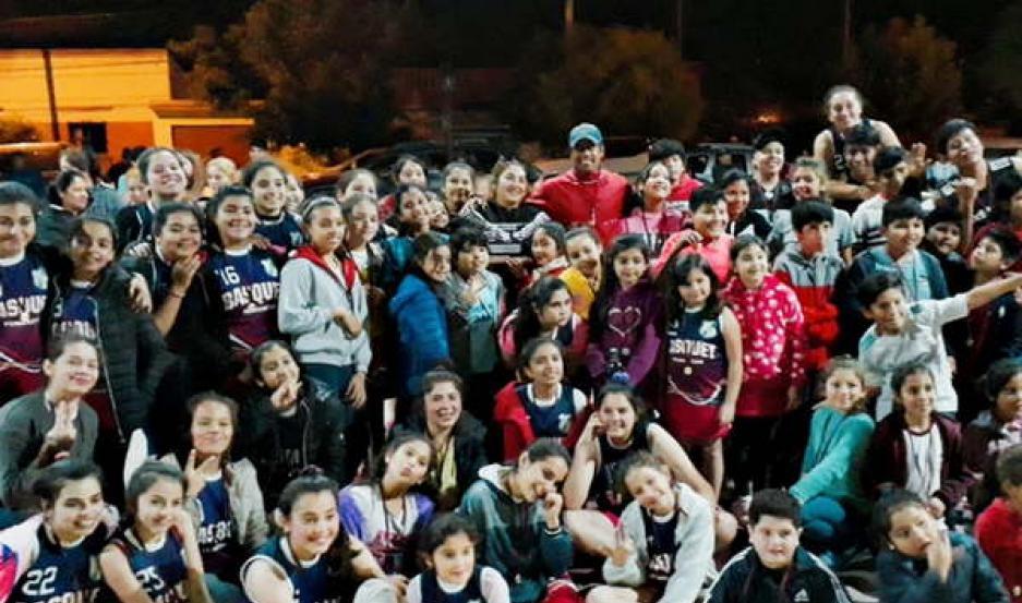 SATISFACCIÓN. Las chicas de Monte Quemado formaron parte del campeonato de básquet denominado