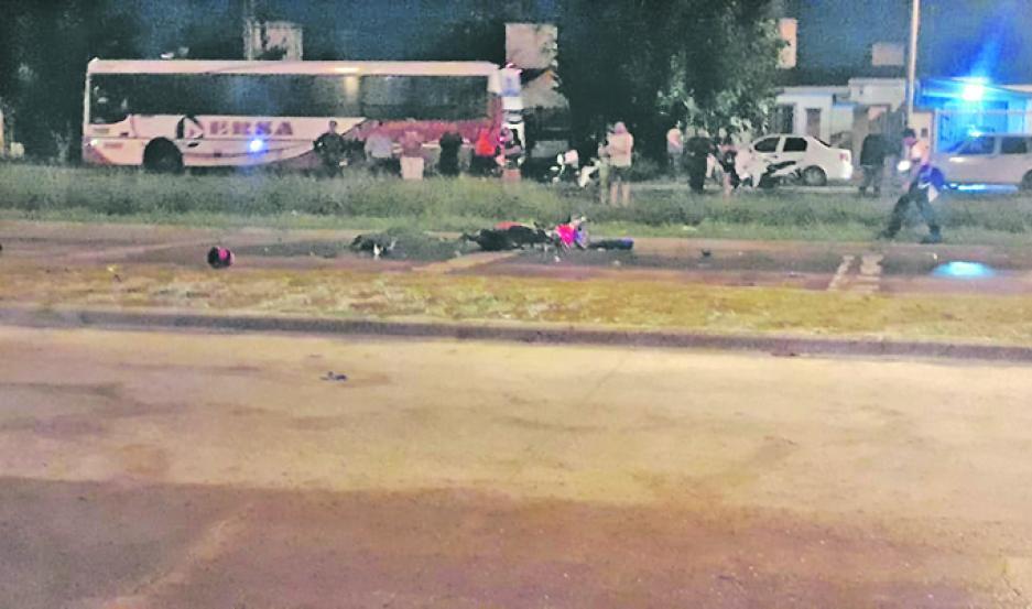 FATALIDAD. La víctima cayó sobre el pavimento y sufrió lesiones irreversibles.