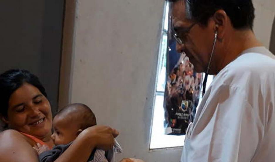 SERVICIO. Las familias afectadas reciben alimentos, asistencia médica y otros cuidados necesarios.