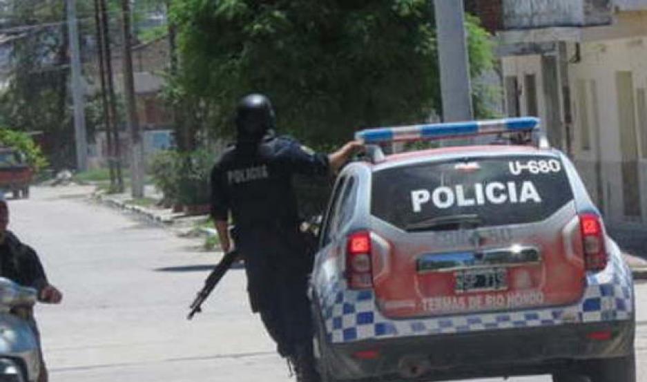 AVERIGUACIONES. La policía realizó recorridos por la zona para dar con los malvivientes, pero los resultados fueron negativos.