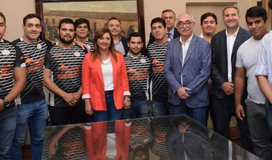 DISTINCIÓN. Los flamantes campeones fueron recibidos por la intendente de la Capital, Ing. Norma Fuentes.