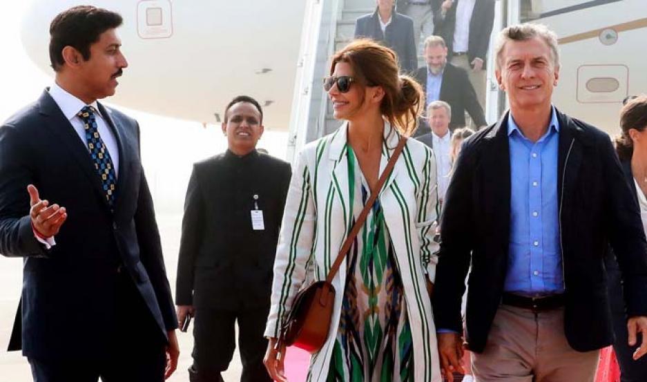 Macri, de visita oficial en la India, junto a su esposa.