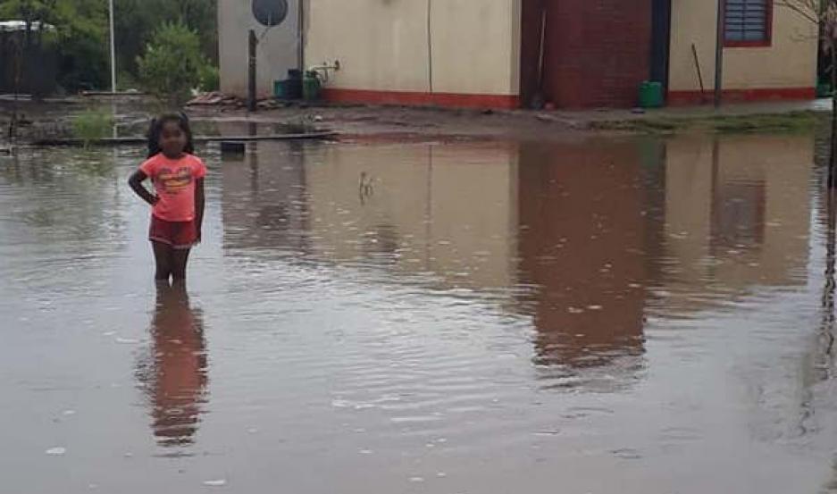 ANEGADOS. Zonas de los departamentos Taboada (foto) y Belgrano fueron las más afectadas. Imágenes subidas a redes sociales por una familia del Lote 15.