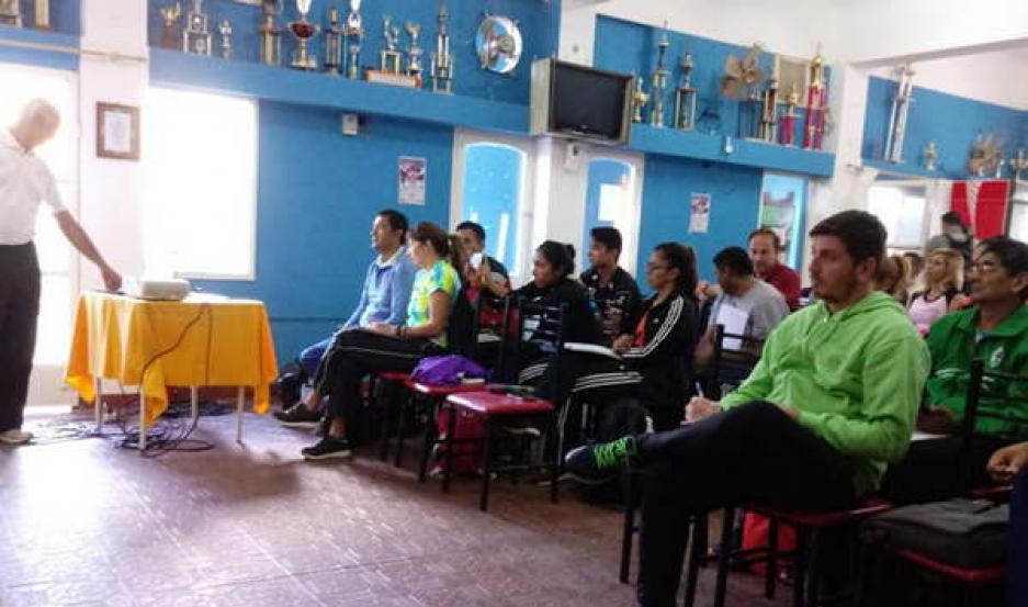 APRENDIZAJE. Las actividades del curso de formación están a cargo del especialista Jorge Pardo.
