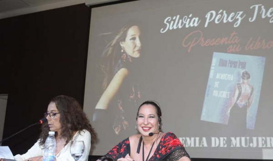 EMOTIVO. Muchos santiagueños acompañaron anoche a la periodista, autora de la obra, durante la presentación del libro.