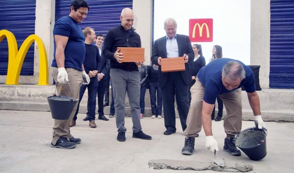 Como parte del proceso de urbanización del barrio, Horacio Rodriguez Larreta, jefe de Gobierno de la Ciudad de Buenos Aires y Woods Staton, fundador de Arcos Dorados colocaron la piedra fundacional