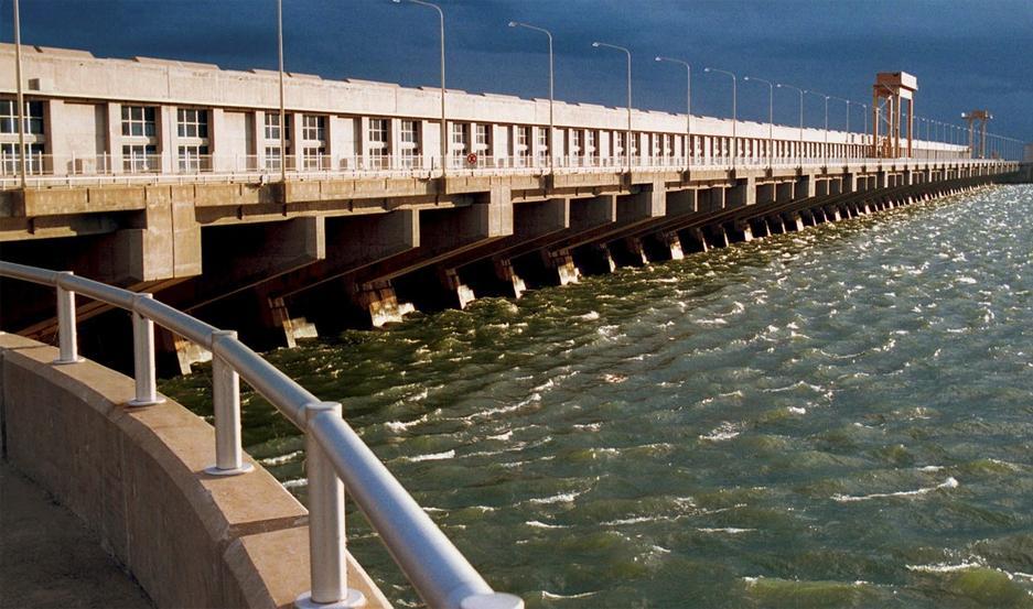 La falla de la conexión entre Yacyretá y Salto Grande generó el colapso del sistema eléctrico en todo el país.