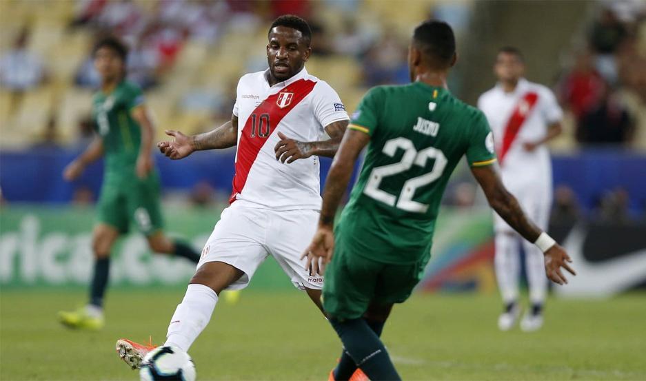 Perú goleó a Bolivia y pone un pie en cuartos