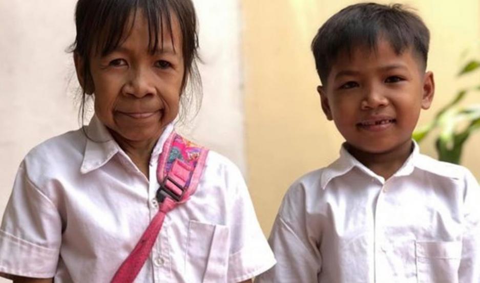 La niña y el hermano.