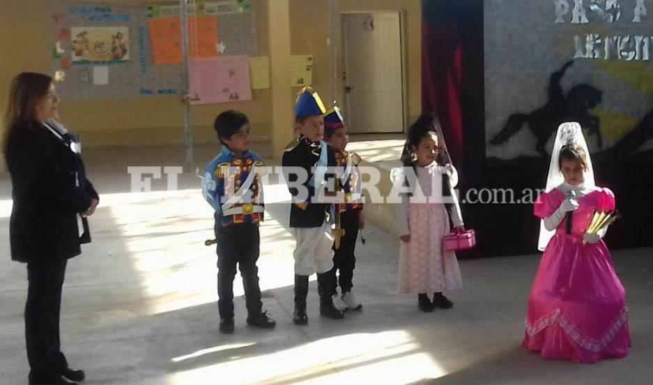 Los alumnos recitaron poesías, e hicieron dramatizaciones para el reconocimiento de todos los presentes.