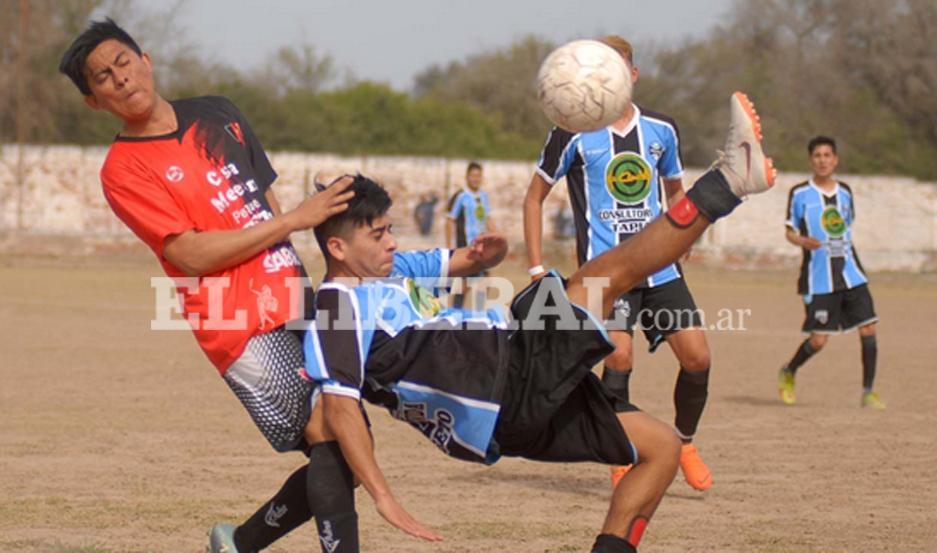 Los partidos de la décima sexta fecha se jugaron intensamente generando un buen espectáculo. FOTO: Corresponsalía Loreto /Jota Jozami