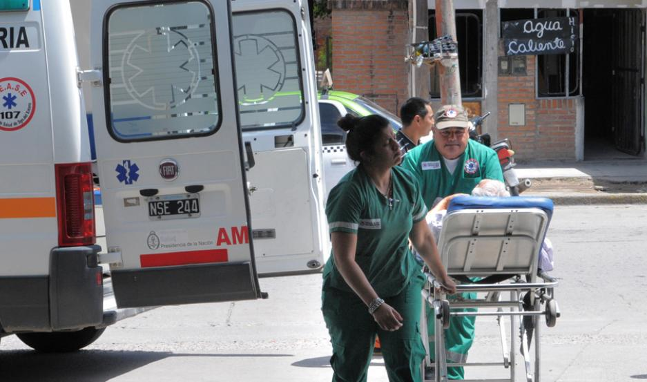 ASISTENCIA. Una ambulancia pasaba por el lugar y auxilió al herido. Fue trasladado al Centro Integral de Salud Banda.