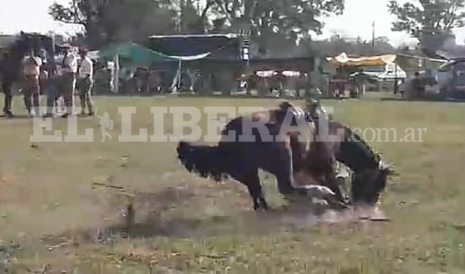 Jinete santiagueño herido tras ser arrastrado por un caballo