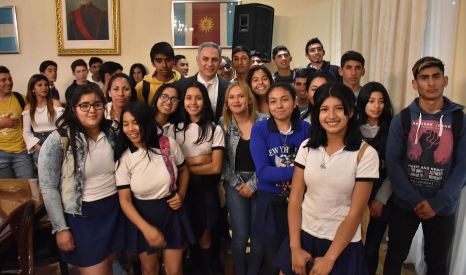 """La visita de las delegaciones escolares se realizó en el marco del programa denominado """"Conociendo mi Provincia""""."""