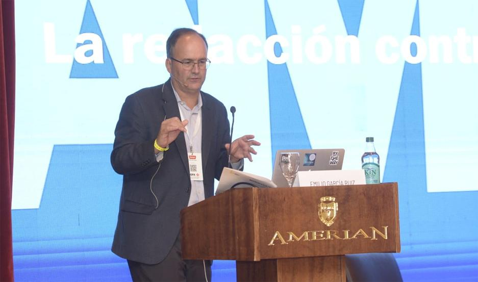 El editor digital de The Washington Post, Emilio García Ruiz, brindó una exposición en la 57º Asamblea de Adepa, que se realiza en el hotel Amerian Carlos V de Las Termas de Río Hondo.