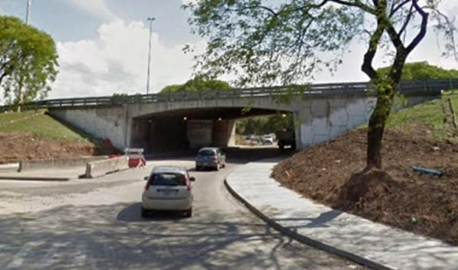 El presunto agresor y su víctima fueron hallados debajo de un puente.