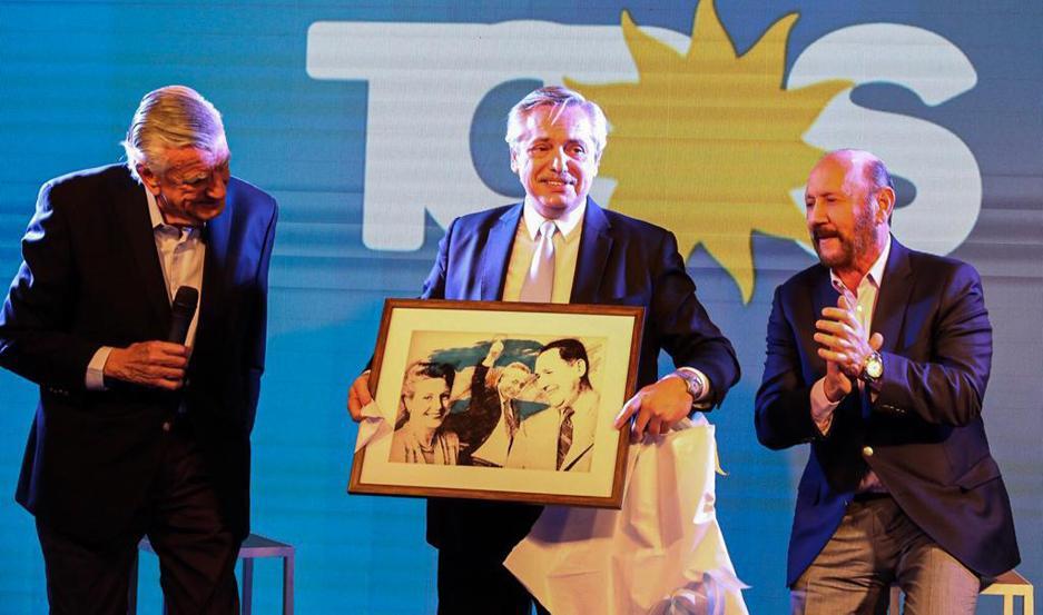 Fernández cerró el homenaje por el 124º aniversario del nacimiento de Juan Perón, en la sede del PJ.