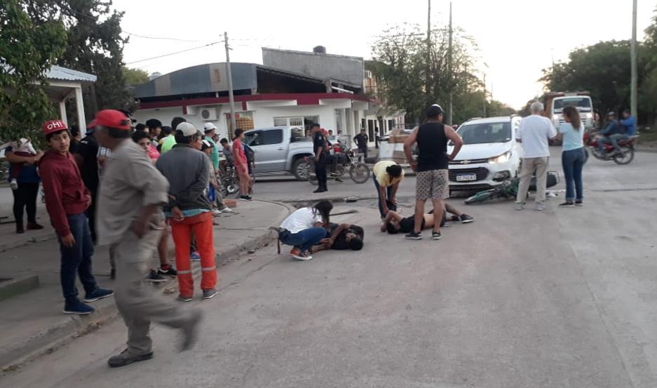 Las víctimas yacen en el piso, ante el estupor generalizado.