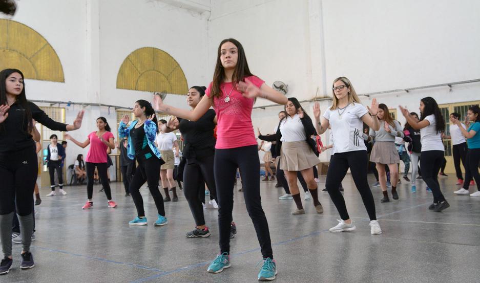 Las alumnas y profesores de la Escuela de Comercio vienen ensayando diversas coreografías para mostrarlas en el Maratón.