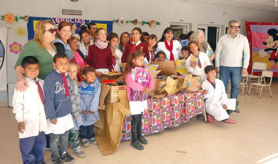 Los libros llegaron el miércoles a la Escuela Nº922 de La Totorilla.