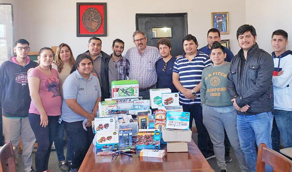 """El intendente destacó la necesidad de """"poner la educación de Quimilí a la altura de los tiempos modernos""""."""