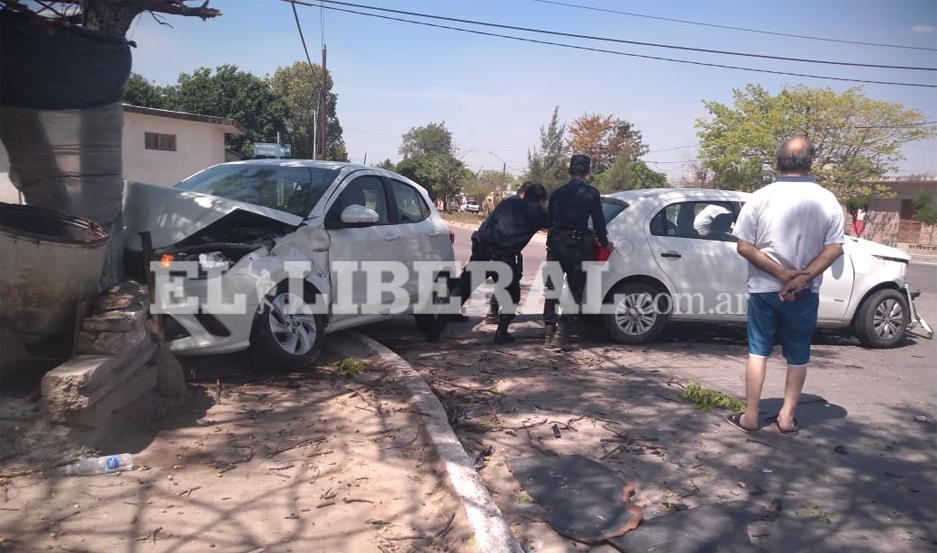 El accidente motivó un amplio operativo policial, a cargo del personal de la Comisaría 11.