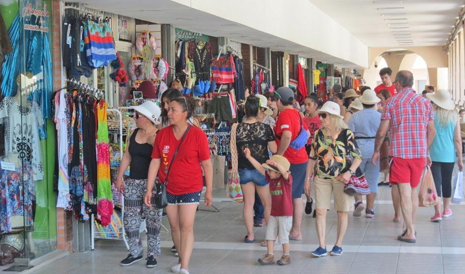 ÉXITO. El centro comercial de Las Termas trabaja muy bien durante este fin de semana largo.