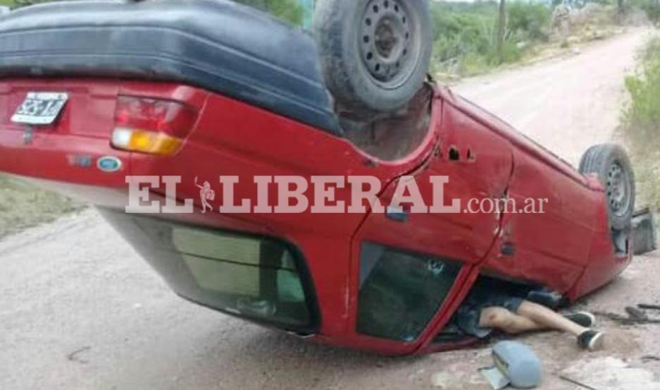 El accidente provocó lesiones a los ocupantes del auto.