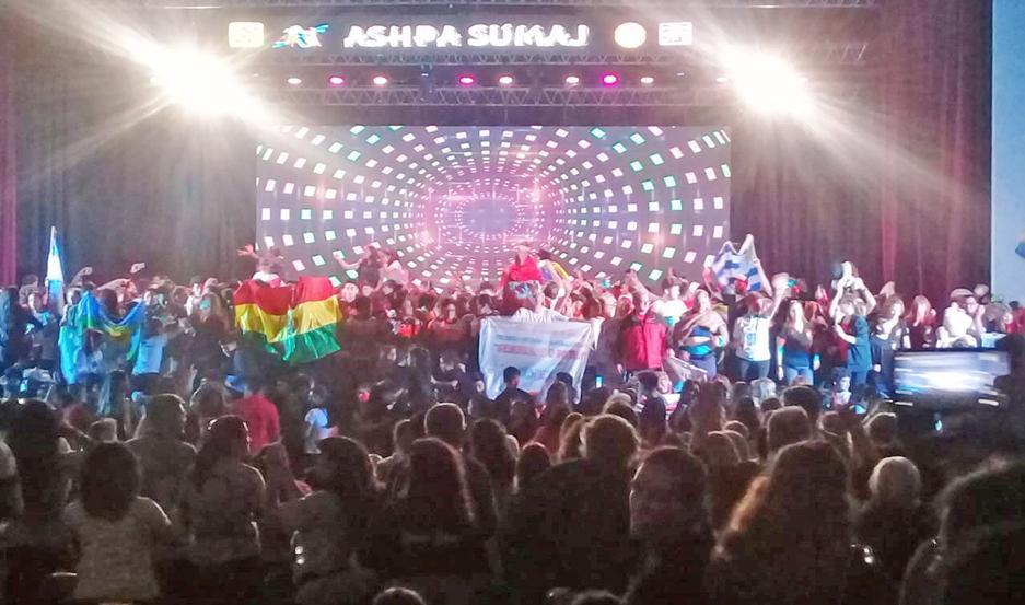 Una multitud le puso brillo y color al cierre del 15º Festival Internacional de Folclore en Las Termas.
