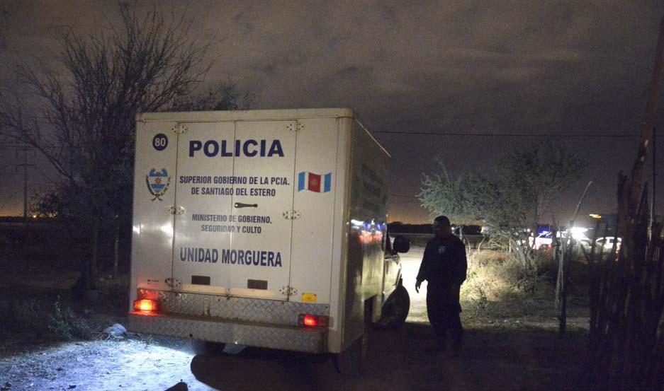 OPERATIVO. La policía encontró los cuerpos cerca de un bebedero para animales a unos mil metros de la casa donde vivía la pareja.