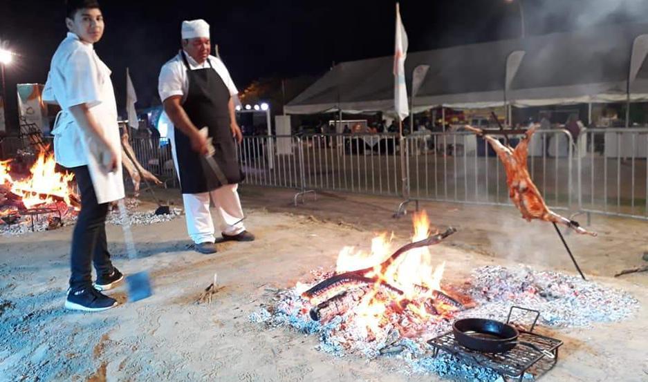 CHEF. Se juega el prestigio en la elaboración de uno de los platos más requeridos por los turistas, el chivito a la leña.