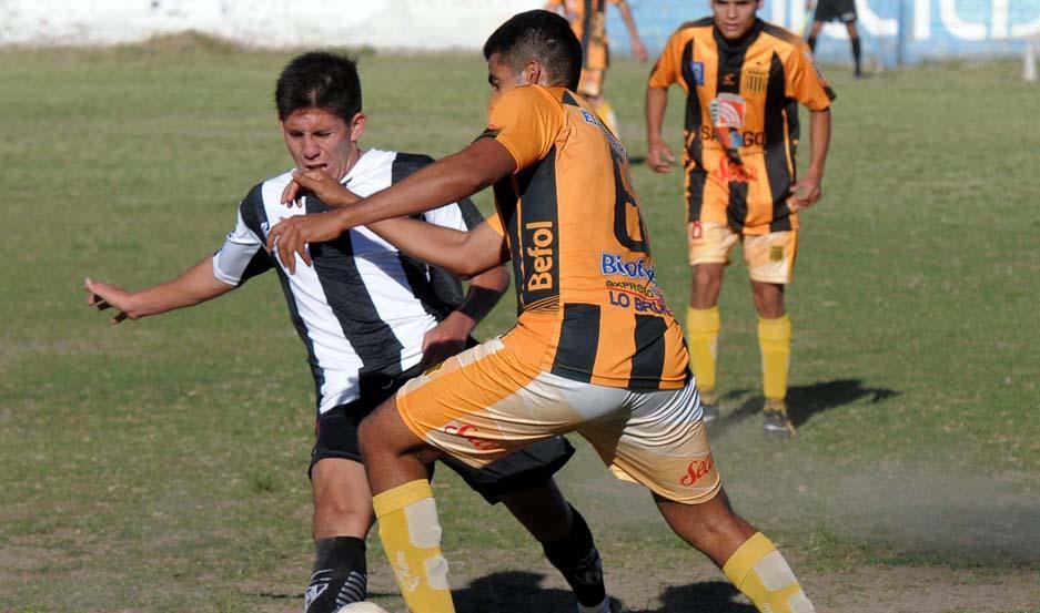 ATRACTIVO. Central Córdoba y Mitre ofrecieron un buen espectáculo. Muchos goles e incertidumbre hasta el final
